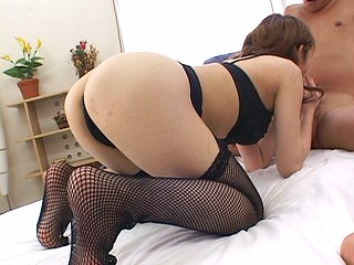 Elle rêve de devenir une star de la porno... Cette débutante japonaise a de la suite...